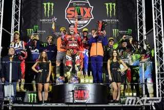 Бобрышев и Брыляков на подиуме SMX вместе со своими командами Honda и Kawasaki