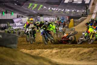 Monster Energy Cup 2016: падение Митчелл Фальк на старте. Фото и видео.